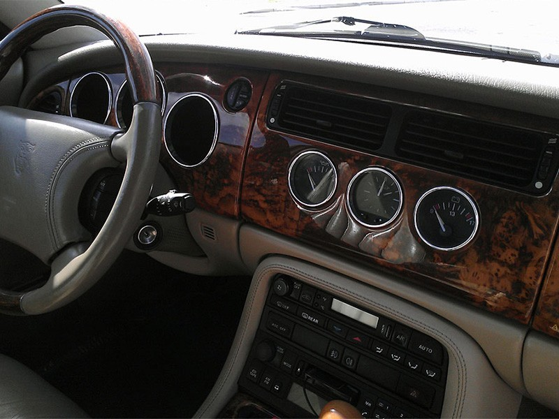 Cerclages de compteurs en aluminium Jaguar XK8