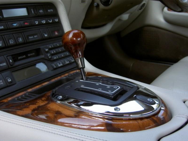 Contour de levier de vitesse chrome Jaguar XK8