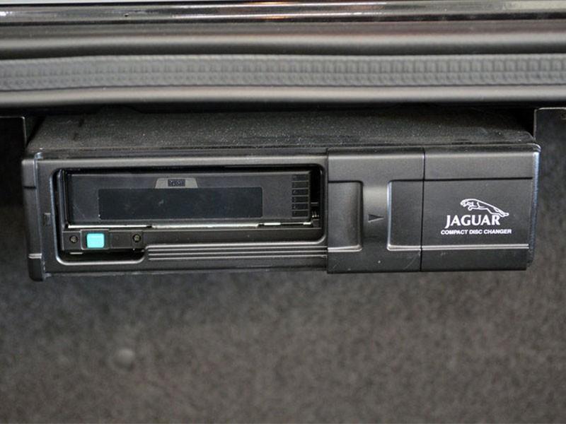 CD changer LNF4160AA Jaguar XJ8 & XJR